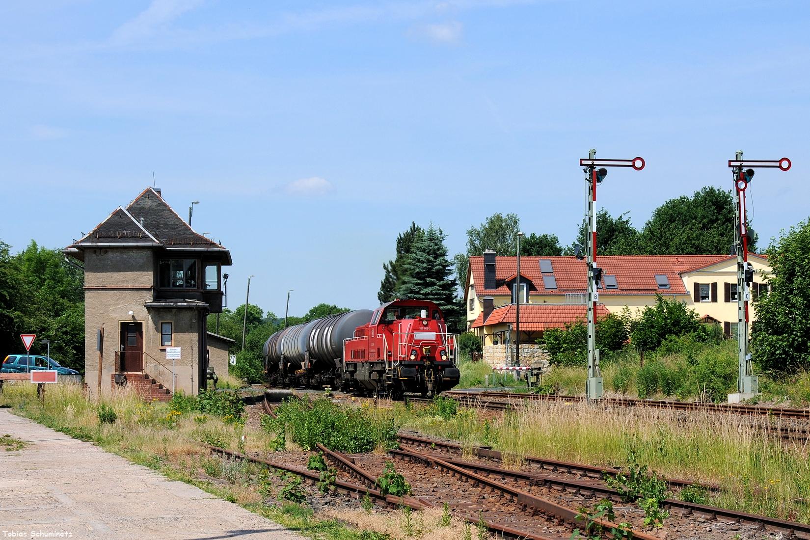 Auch hier fuhr ich wieder nach Deutschenbora um 265 008 bei der Durchfahrt durch den Bahnhof aufzunehmen.