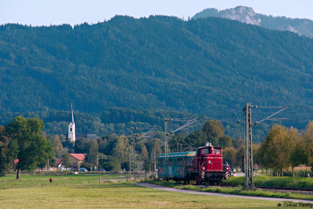 Zum Abschluß dann noch die zweite Fahrt nach Rosenheim mit der Kirche von Rohrdorf im Hintergrund.