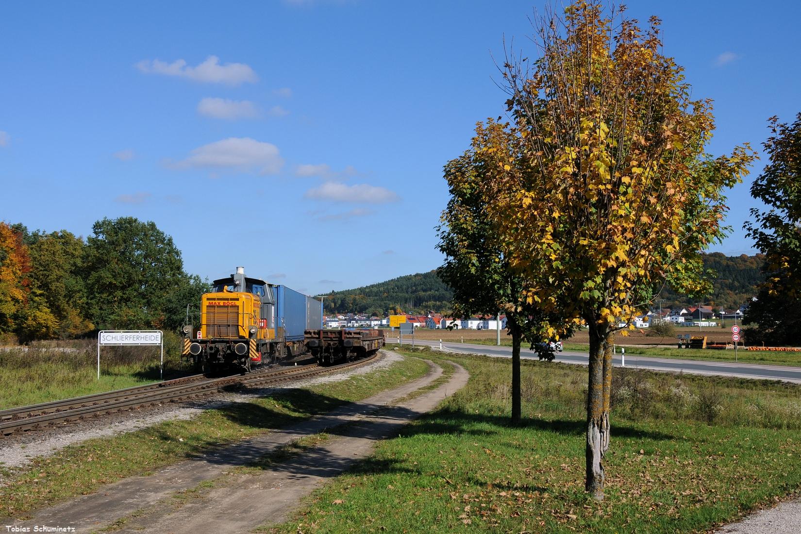 Ohne viel Streß schaffte ich von der zweiten Fuhre ein Bild im Werksbahnhof Schlierferheide bevor der Zug unfotografierbar ins Werk verschwindet.
