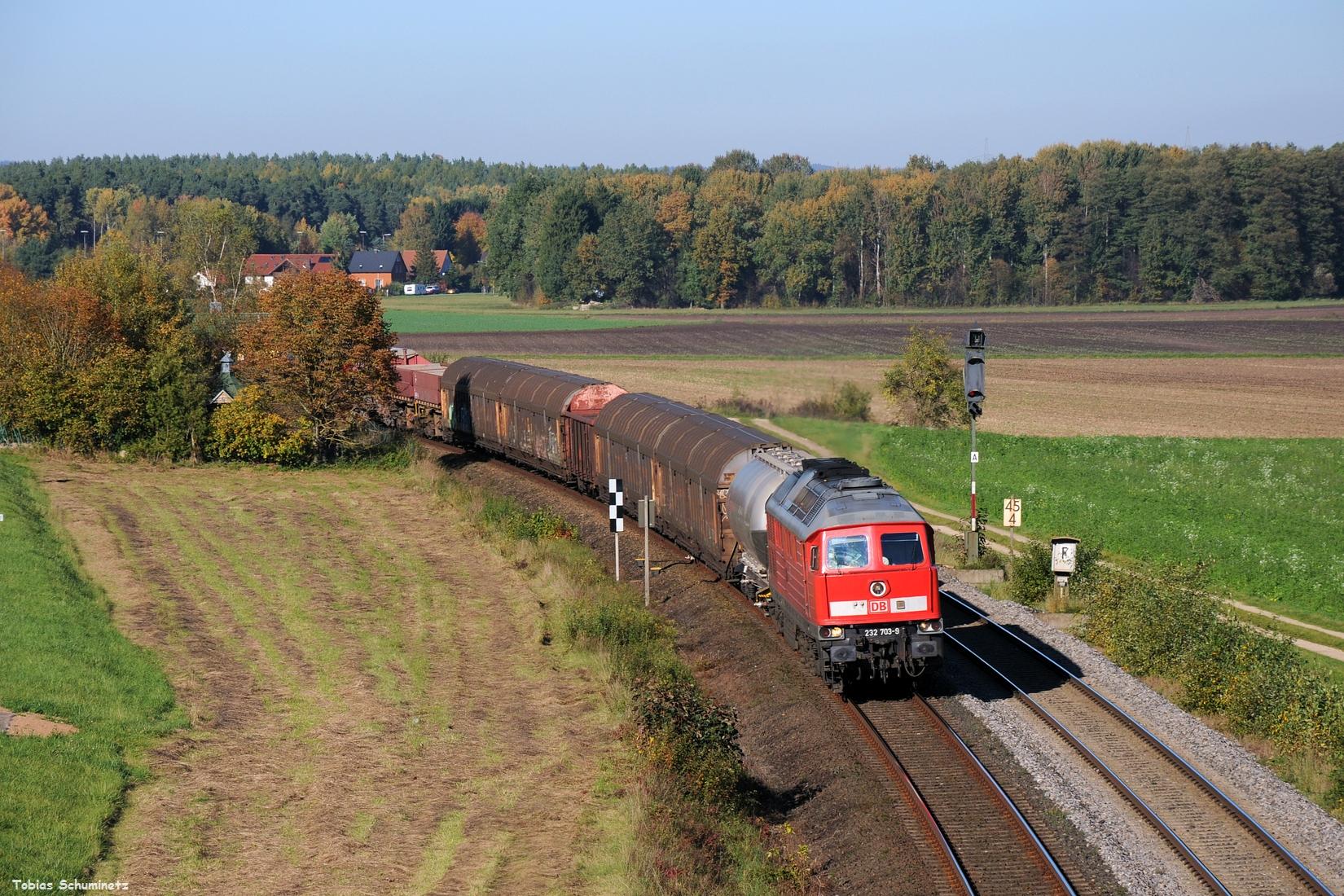 Als weitere Dreingabe kam noch 232 703 mit dem EK56006 von Nürnberg nach Schwandorf durch.