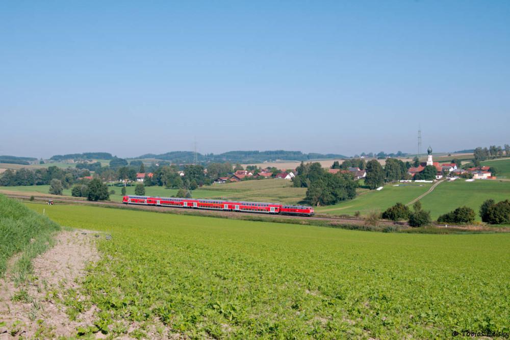 Kurz hinter Thann-Matzbach bot sich dann noch ein schönes Motiv auf den nächsten RE, diesmal bespannt mit einer 218.