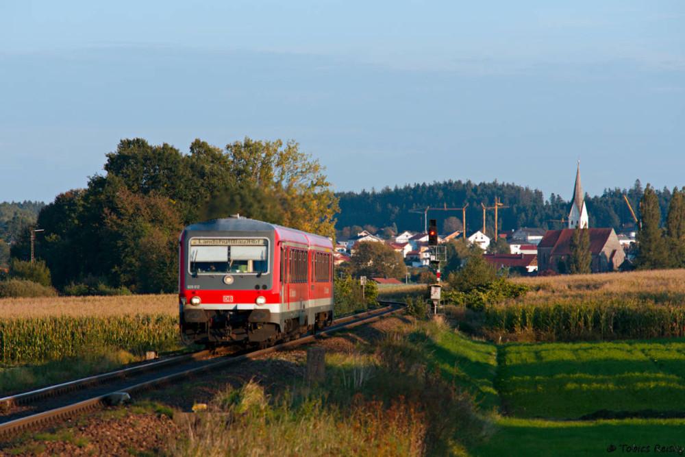 Auf dem Heimweg gab es noch einen kurzen Zwischenstop in Geisenhausen an der Strecke Mühldorf - Landshut, wo mir 628 612 über den Weg fuhr.