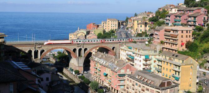 Eisenbahn an der Küste Liguriens